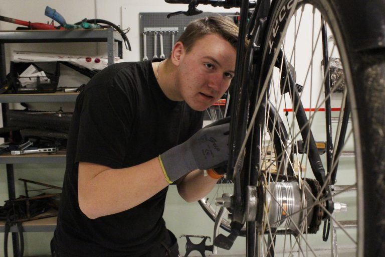 auto - cykel - metal - FGU Nord - Ballerup